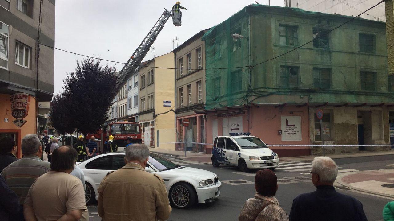 Acordonamiento de la calle Julia Minguillon por peligro de derrumbamiento de una vivienda