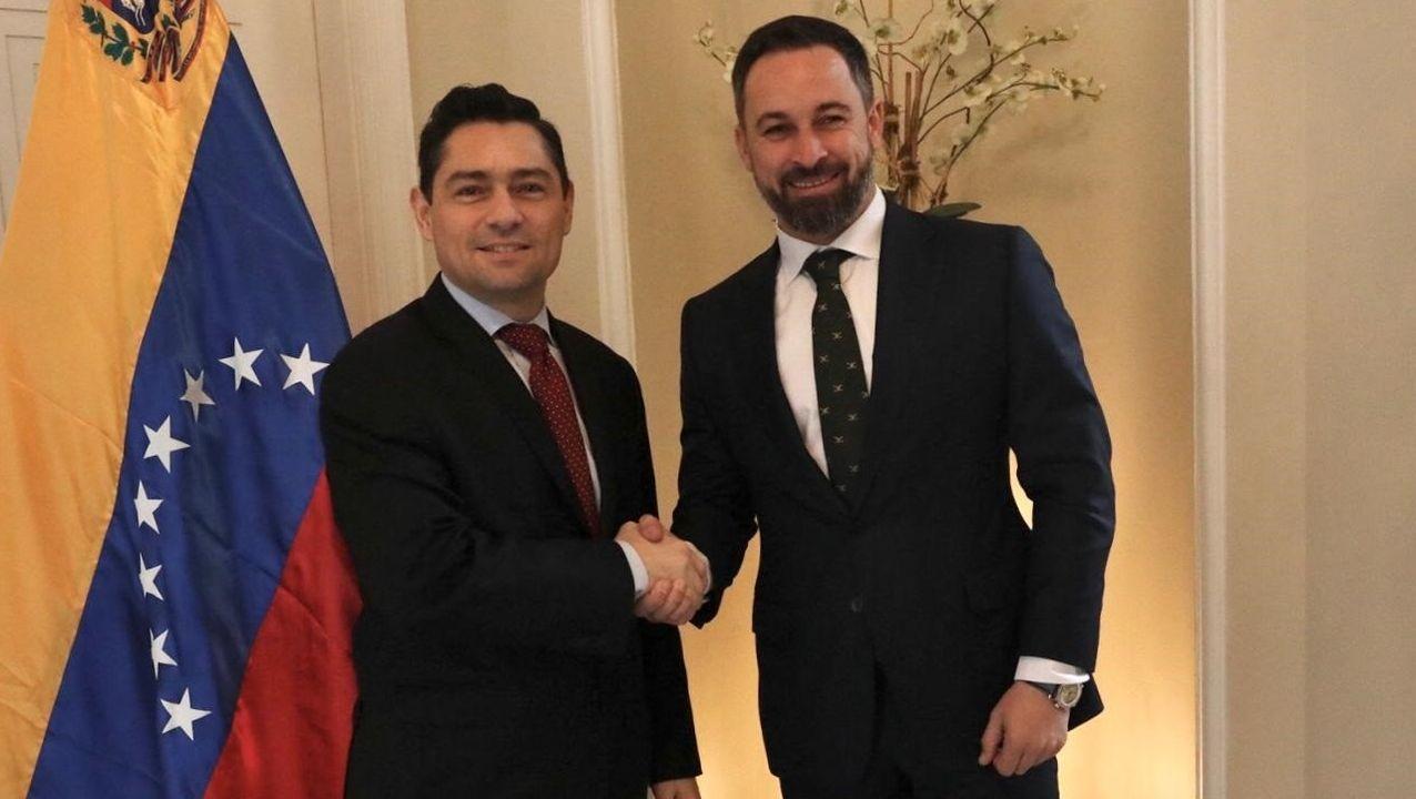 El embajador de Venezuela en Estados Unidos, Carlos Vecchio, y el presidente de Vox, Santiago Abascal