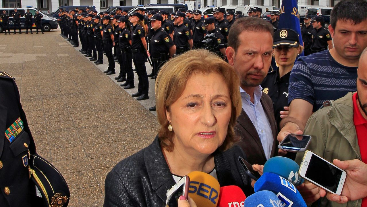 Detenido tras darse a la fuga y empotrar contra dos patrullas de l guardia Civil en Verin .La delegada del Gobierno en Asturias, Delia Losa