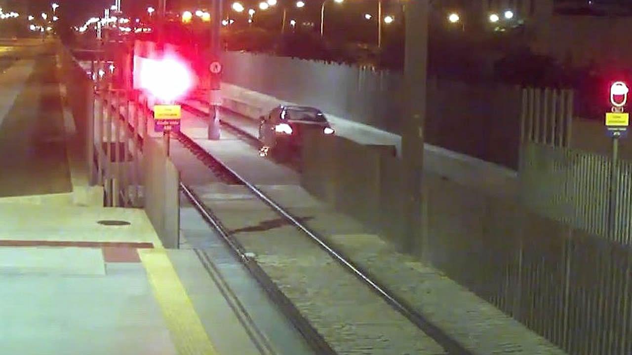 Una conductora ebria circula más de un kilómetro por las vías del Metro de Málaga.Soledad Sevilla -que se alzó con el premio Velázquez de artes plásticas- posa con una de sus obras