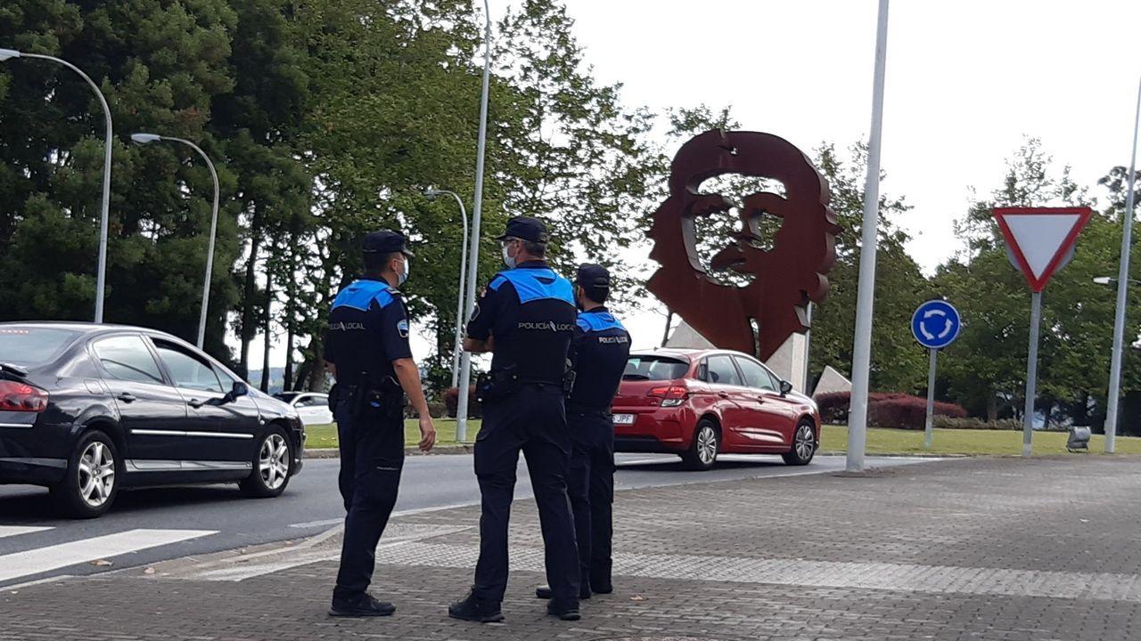 Varios agentes de Oleiros acudieron a la concentración del sábado ante la estatua del Che