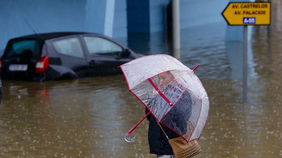 El temporal provoca inundaciones por Vigo y su área.La mayor parte de las piezas proceden de A Lanzada.