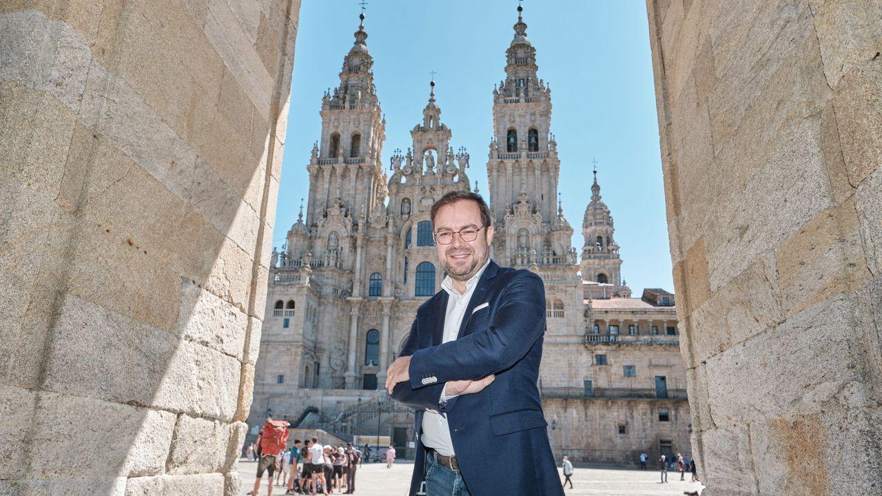 Despliegue de la Unidad de Subsuelo de la Policía Nacional en la Catedral de Santiago.«Camiños, paisaxe e patrimonio» exponse no Arquivo de Galicia.