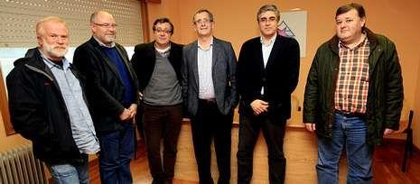 Noceda, Antelo, Muíño, Ferrero, Aymerich y Sande, ayer en la sede del BNG de Carballoo.