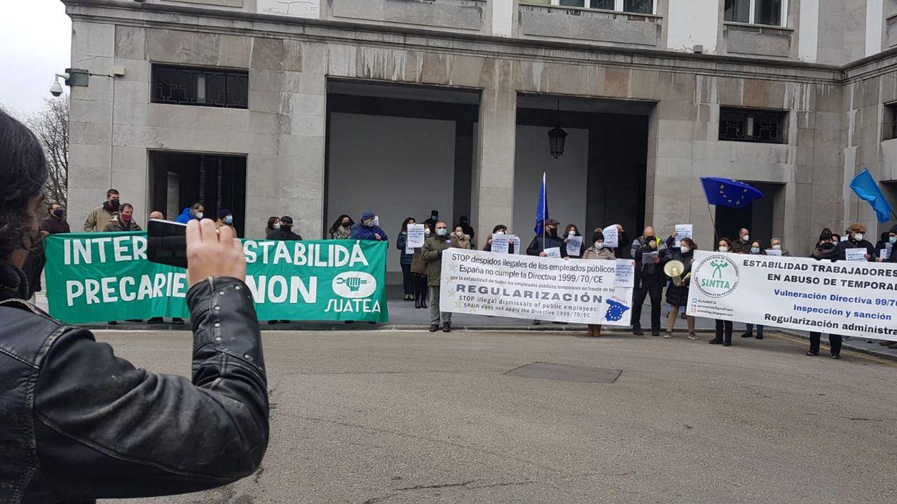 Protesta de trabajadores públicos temporales en Oviedo