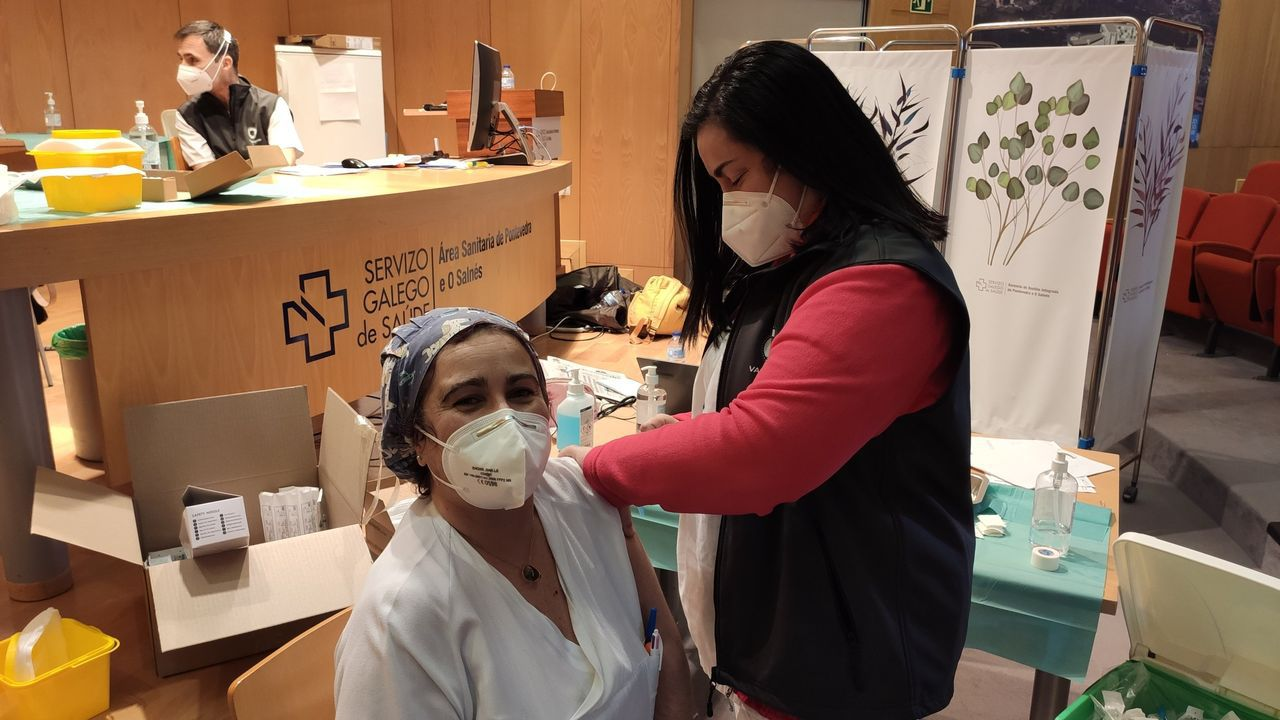 Sandra Barros, enfermera de Pontevedra que vacuna contra el covid-19