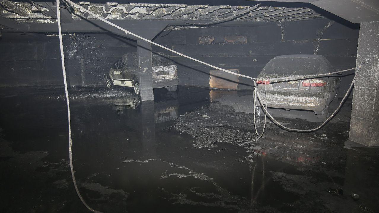 Un incendio en la freidora de un bar en Carballo destrozó el garaje contiguo