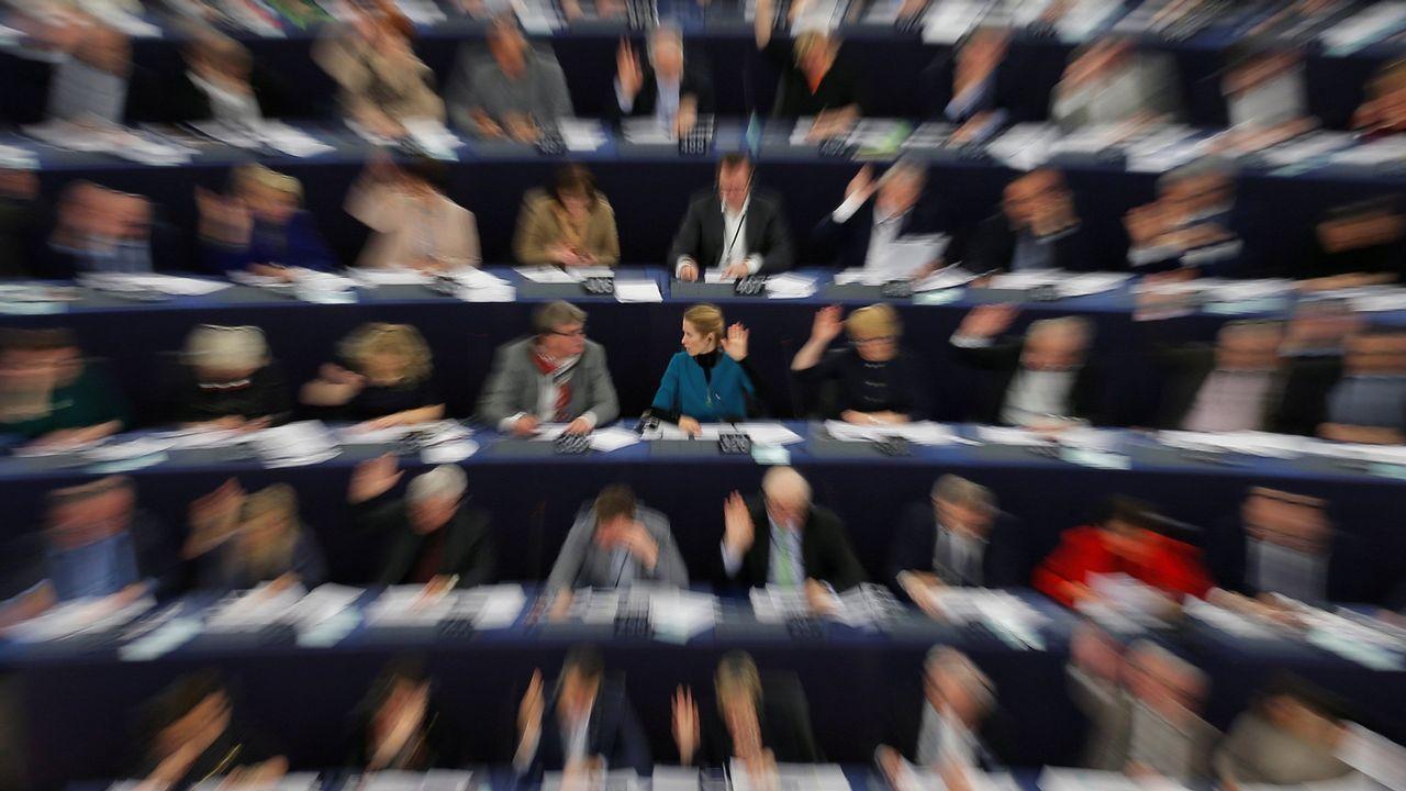 Casado contra la oficialidad.Miembros del Parlamento Europeo durante una de sus votaciones
