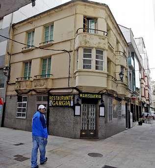 El rótulo todavía luce en el bajo de la calle General Espartero.