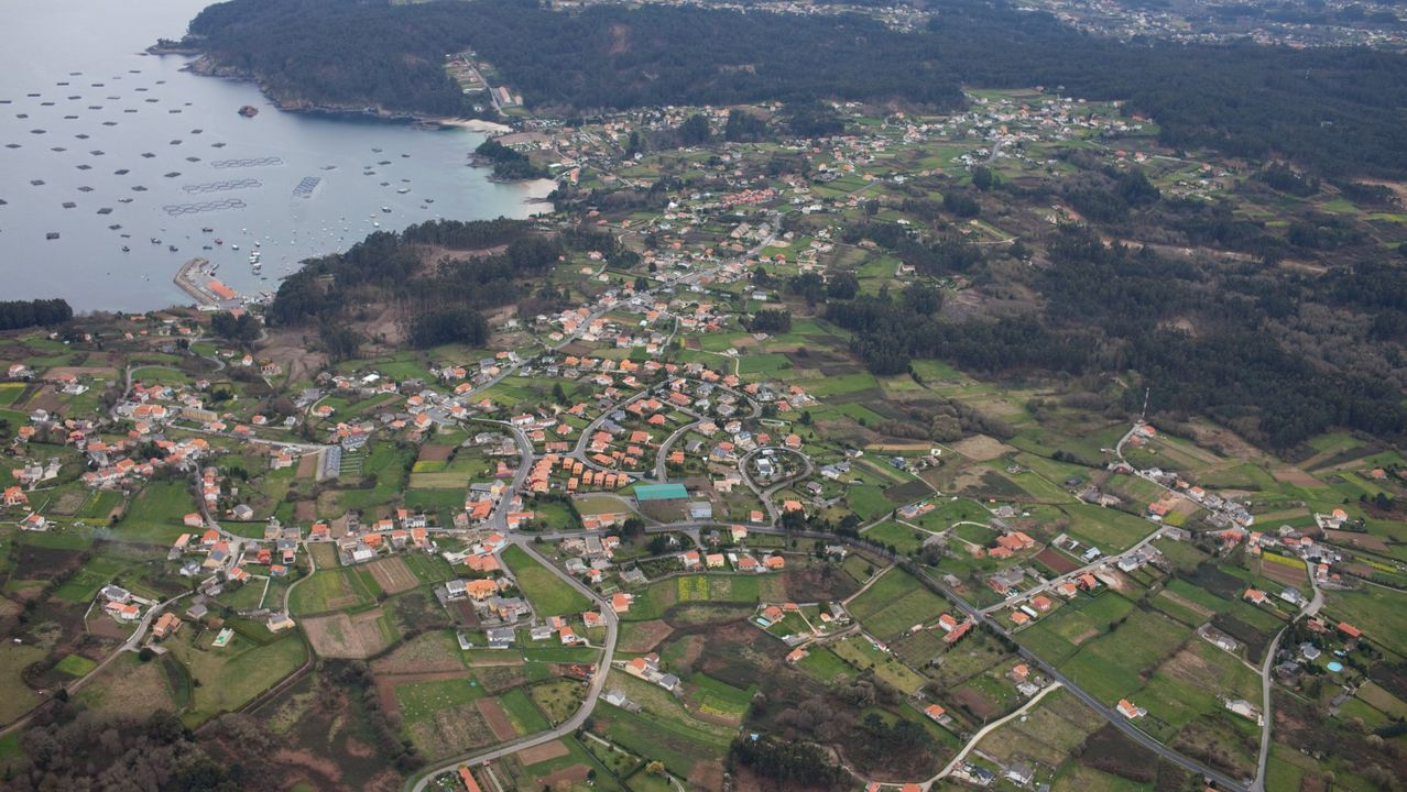 Negueira de Muñiz reabre su escuela. Tras siete años cerrado, el colegio de este concello de la montaña lucense ha retomado su actividad al contar con nueve alumnos