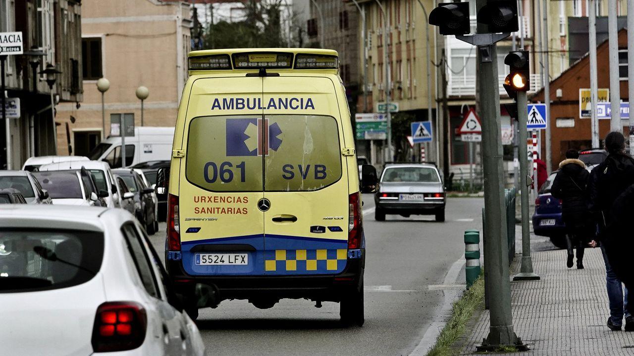 Vacunación masiva contra el covid-19 en el Ifevi de Vigo. En la fotografía un vial de la vacuna AstraZeneca. 15/04/2021
