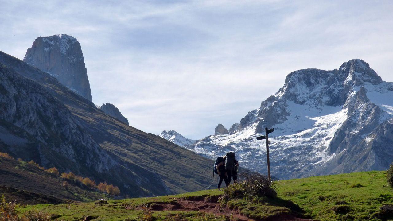 Las nueve rutas ciclistas por la montaña de Lugo.Paisajes de los Picos de Europa en el camino al refugio de la Terenosa