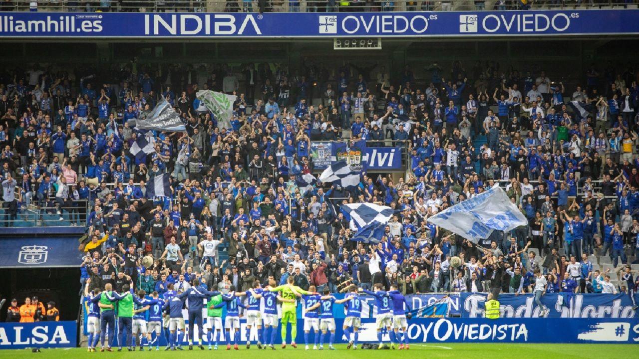 Ziganda Real Oviedo Ponferradina Carlos Tartiere.Los futbolistas azules celebran la victoria ante el Albacete