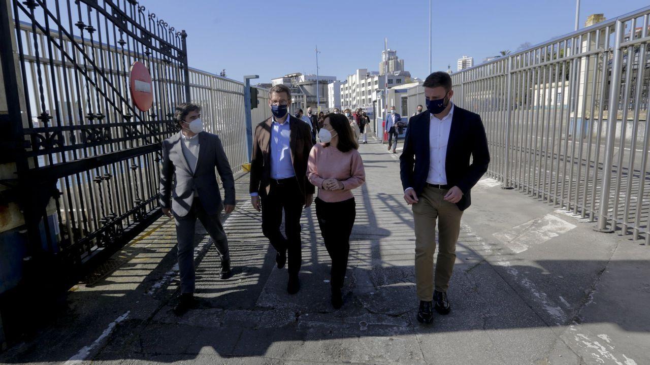 Ines Rey con Núñez Feijoo en el puerto de A Coruña, en compañía del presidente de la Autoridad Portuaria y del delegado de la Xunta en la provincia