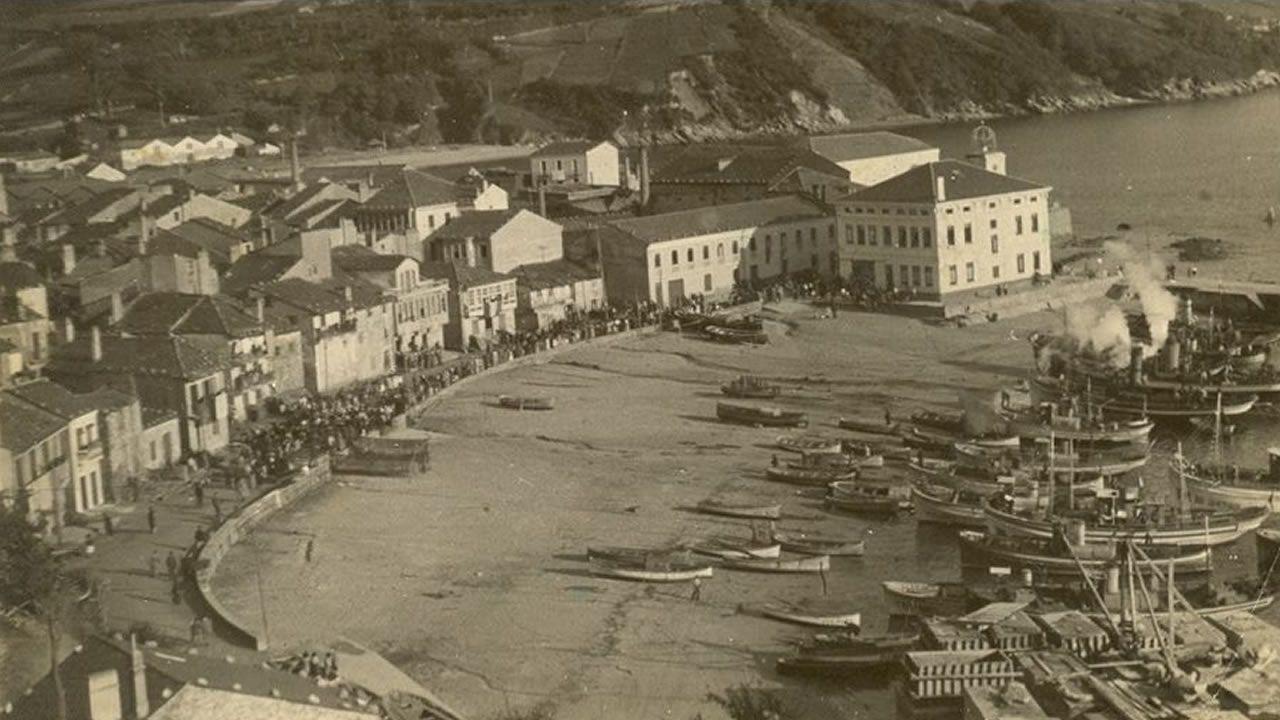 Calibre para marisco en A Illa.A primeira procesión marítima en Celeiro,en 1951, cos barcos vapores saudando a chegada da Virxe do Carme ao porto, un ano no que estaba en construcción o peirao novo