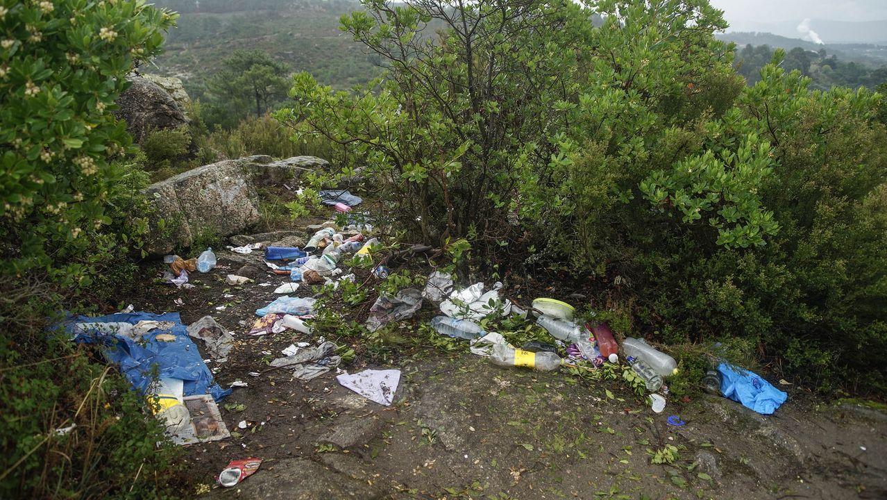 MAGOSTOS 2019.Magostos en Montealegre: la cima de la colina amanecía este domingo con restos de basura