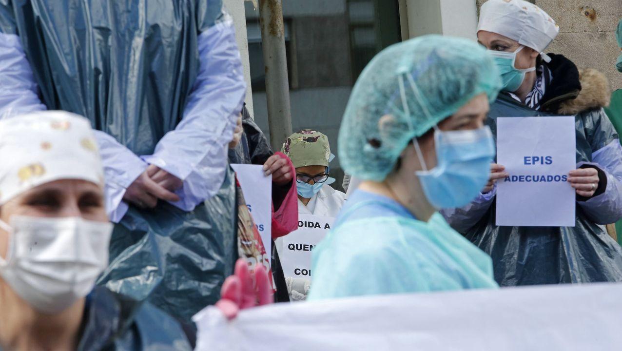 En directo, comparecencia de Pedro Sánchez sobre el coronavirus.Protesta de los sanitarios durante la primera ola de la pandemia para reclamar equipos de proteccion