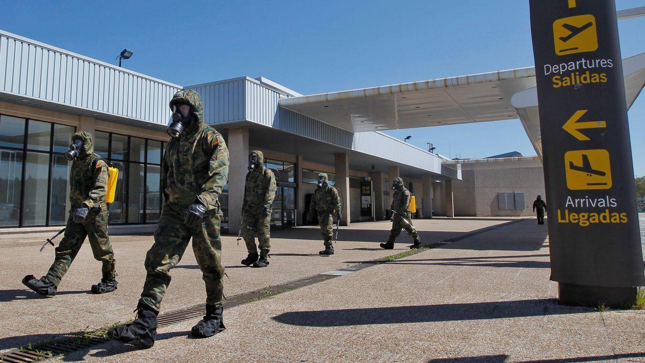 pasajero, autobús, bus, Asturias.Efectivos del Ejército de Tierra realizan labores de desinfección en el Aeropuerto de Asturias