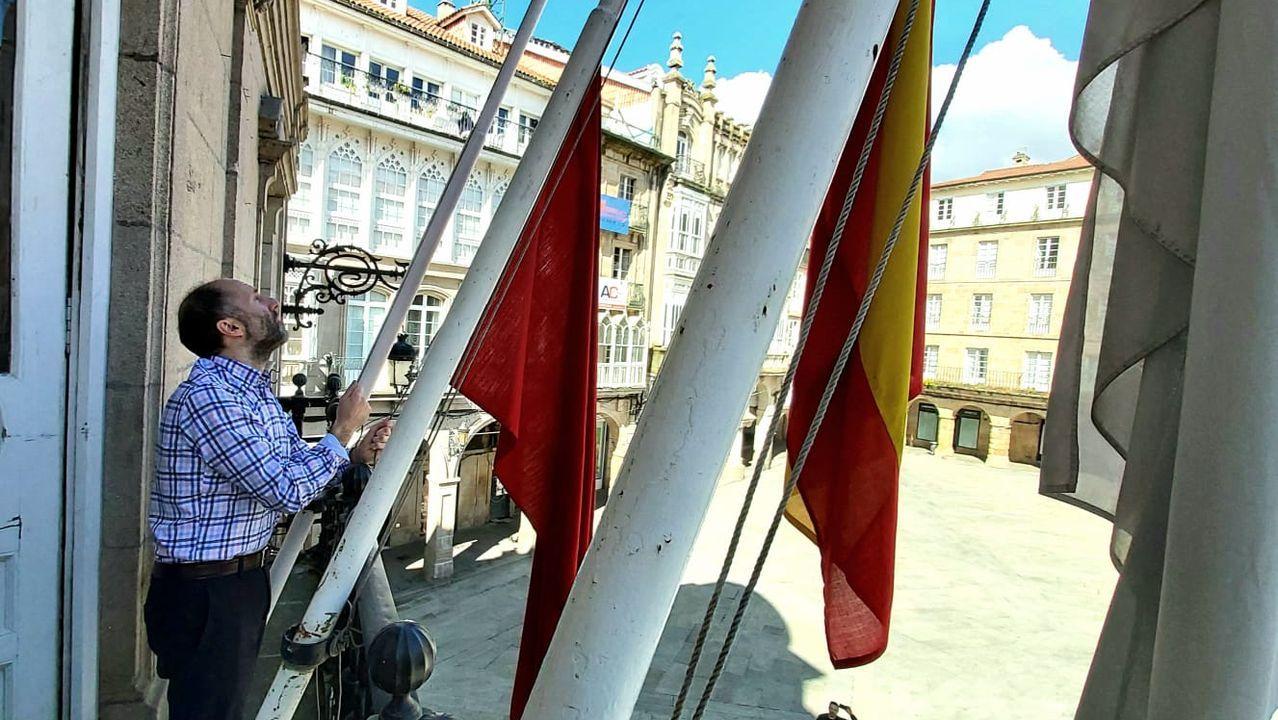 La Asociación de Visitadores Médicos de Ourense muestra su apoyo a los sanitarios con este divertido vídeo.El alcalde, colocando las banderas a media asta