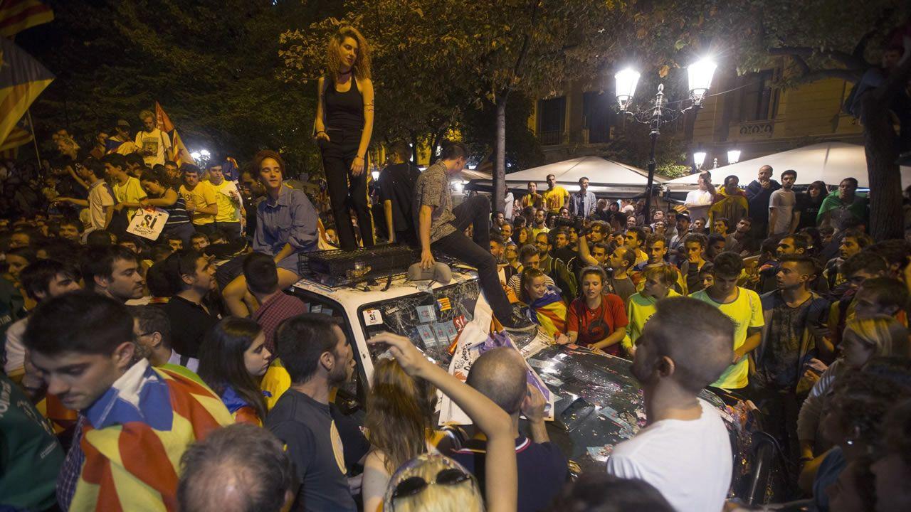 El  20 de septiembre unas 40.000 personas se congregaron ante la sede de la consejería de Economía para protestar por el registro que estaba llevando a cabo la Guardia Civil por orden judicial