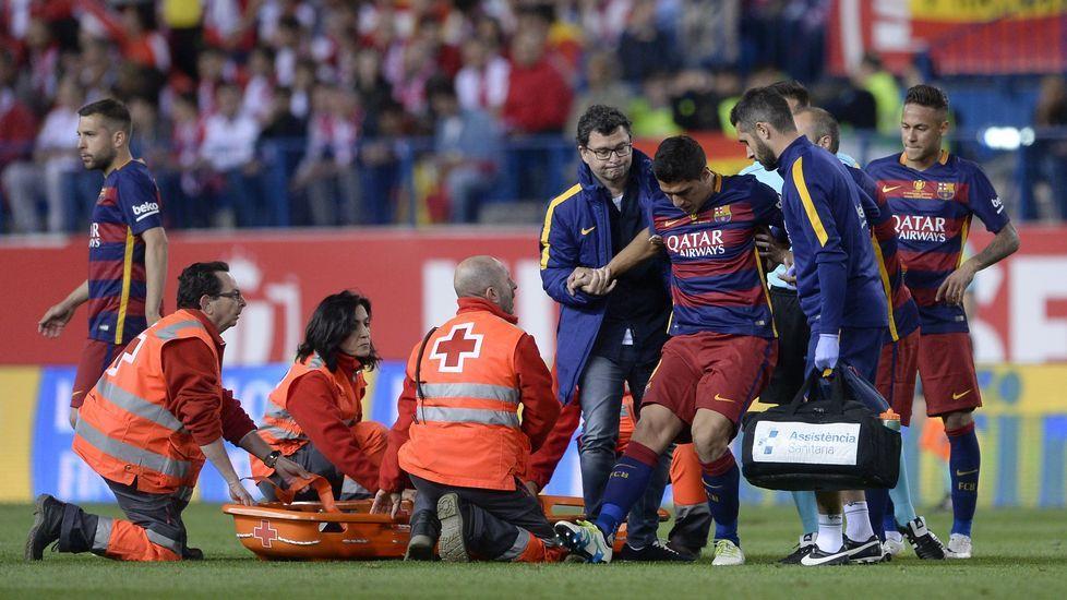 Suárez: «La lesión me asusta».Iniesta celebra el gol de la victoria en el Mundial de Sudáfrica