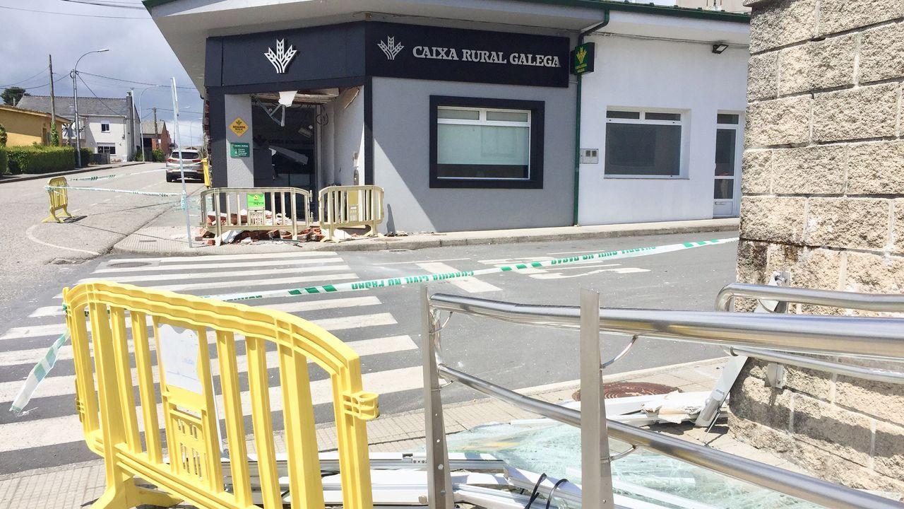 La oficina sufrió notables daños debido al uso de explosivos