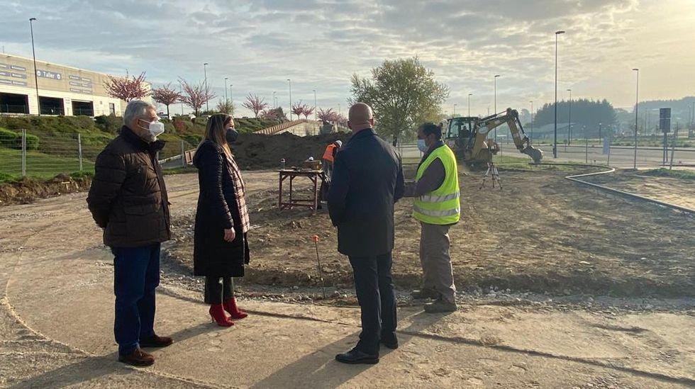 El Baxi celebra con Ferrol las mieles del ascenso.Visita da alcaldesa de Lugo ao lugar onde comezaron as obras