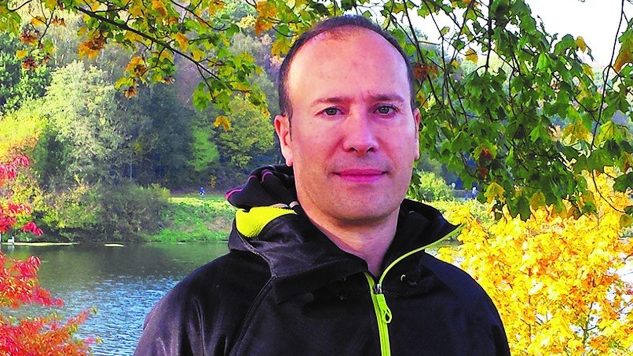 l'escudu d'armes de xixon.El escritor en lengua asturiana Xabiero Cayarga