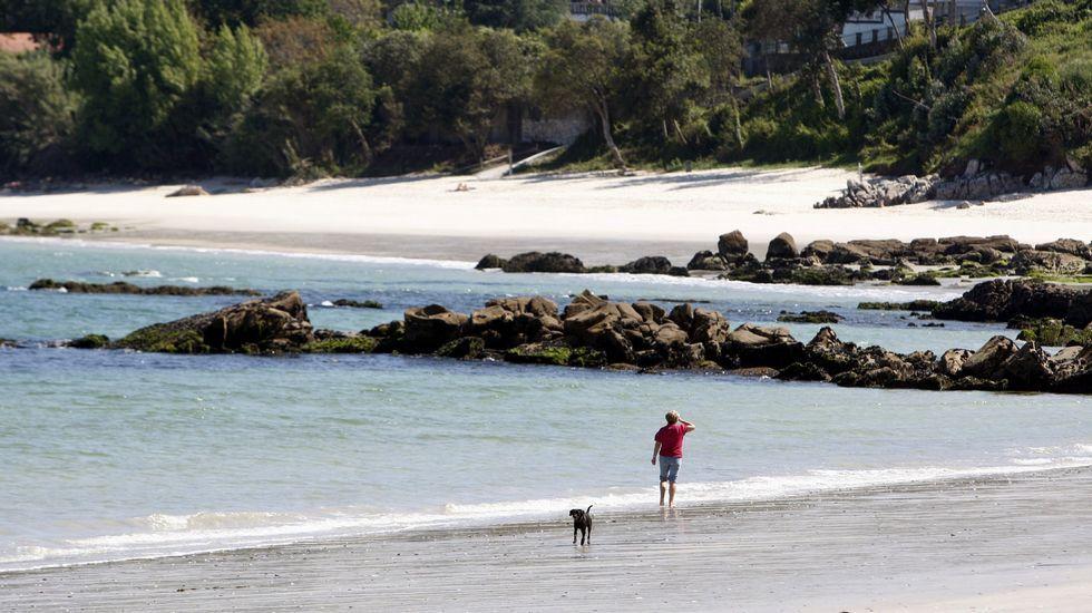 Playa de Retorta, en Boiro.Playa Aguete, Marín