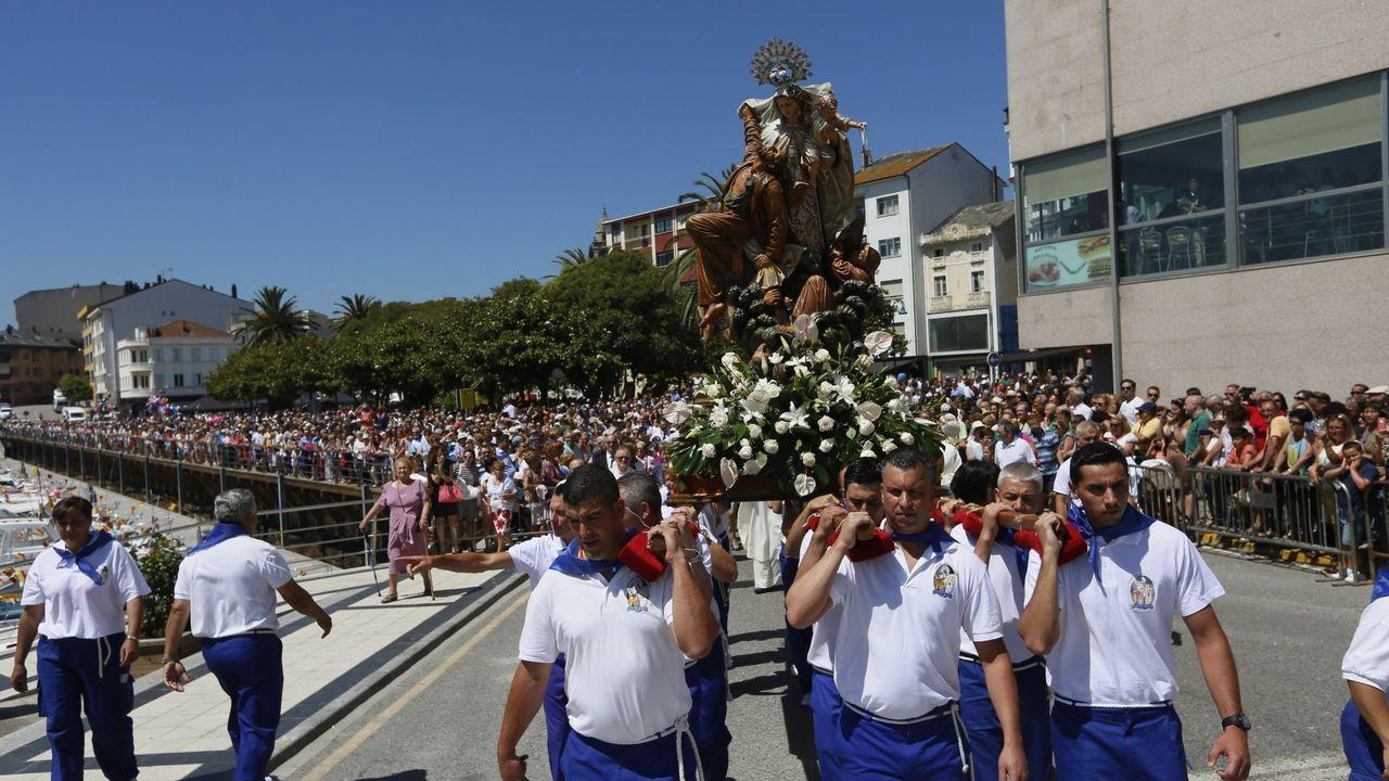 La canción a la Virgen del Carmen emociona en Foz