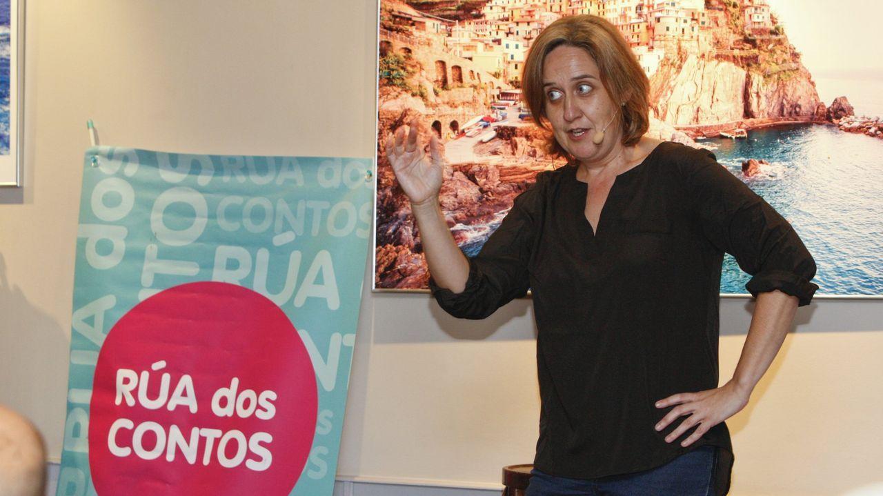 Ourense celebra las 300.000 vacunas.Auto covid-19 en el CHUO, donde se realizan las PCR