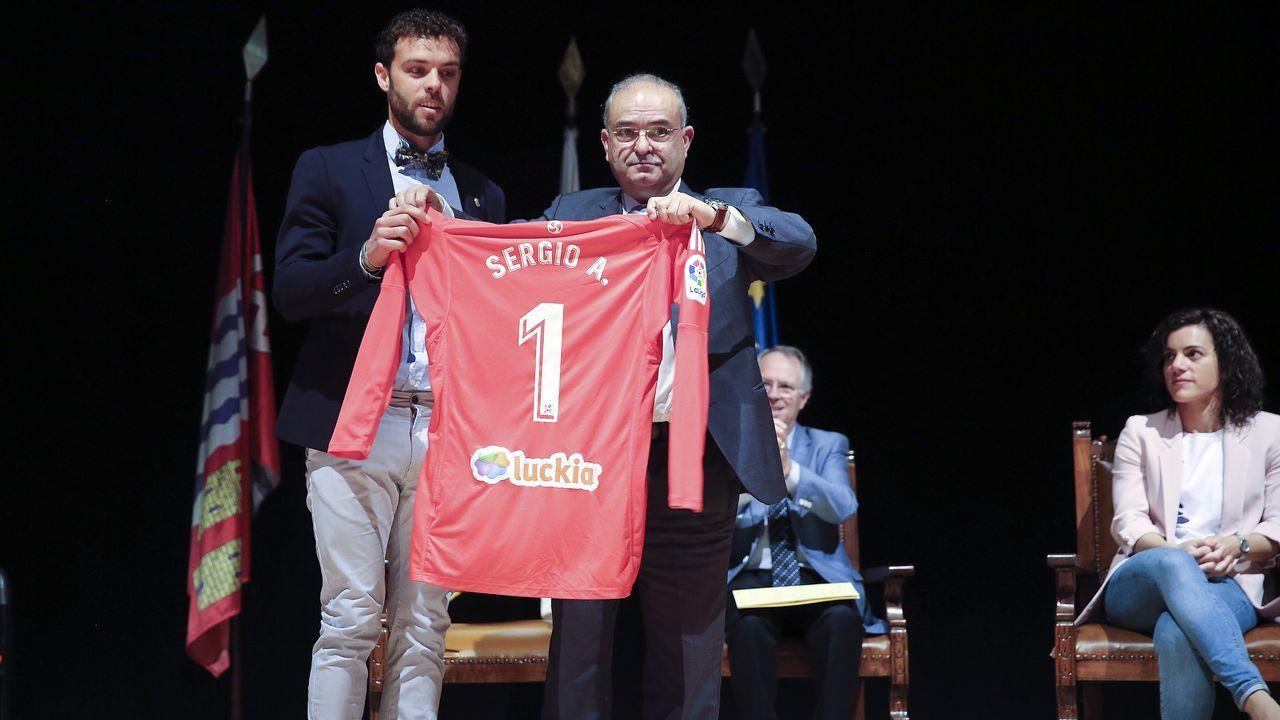 Sergio ya es hijo predilecto de Catoira.Los jugadores del Madrid se trasladaron a la Cibeles en autocar descapotable