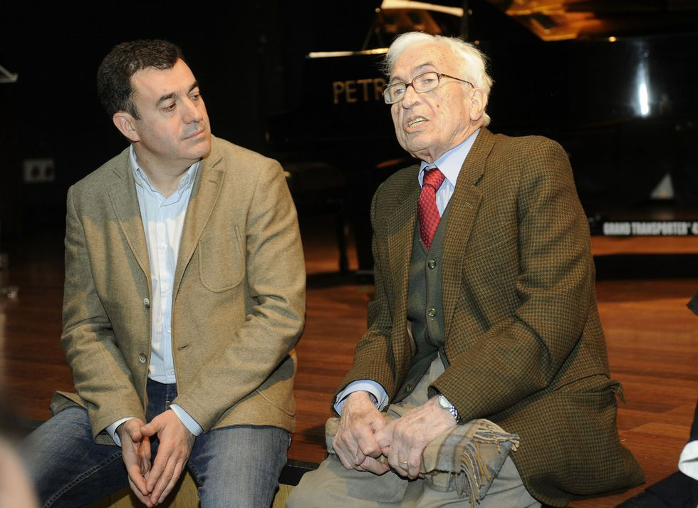 Rodríguez se refirió a Neira Vilas como «<span lang= gl >dezao universal</span>».