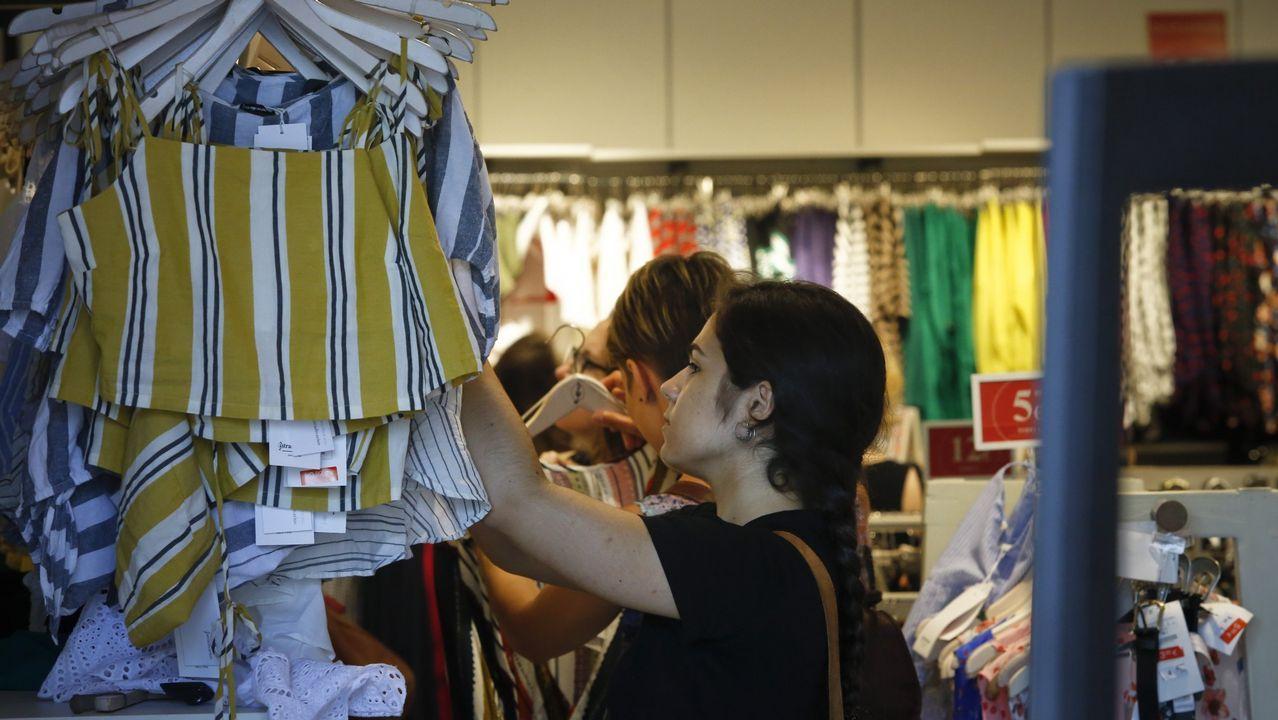 El gigante silencioso del textil.Trabajadoras de la firma de moda infantil Pili Carrera en la fábrica de Mos