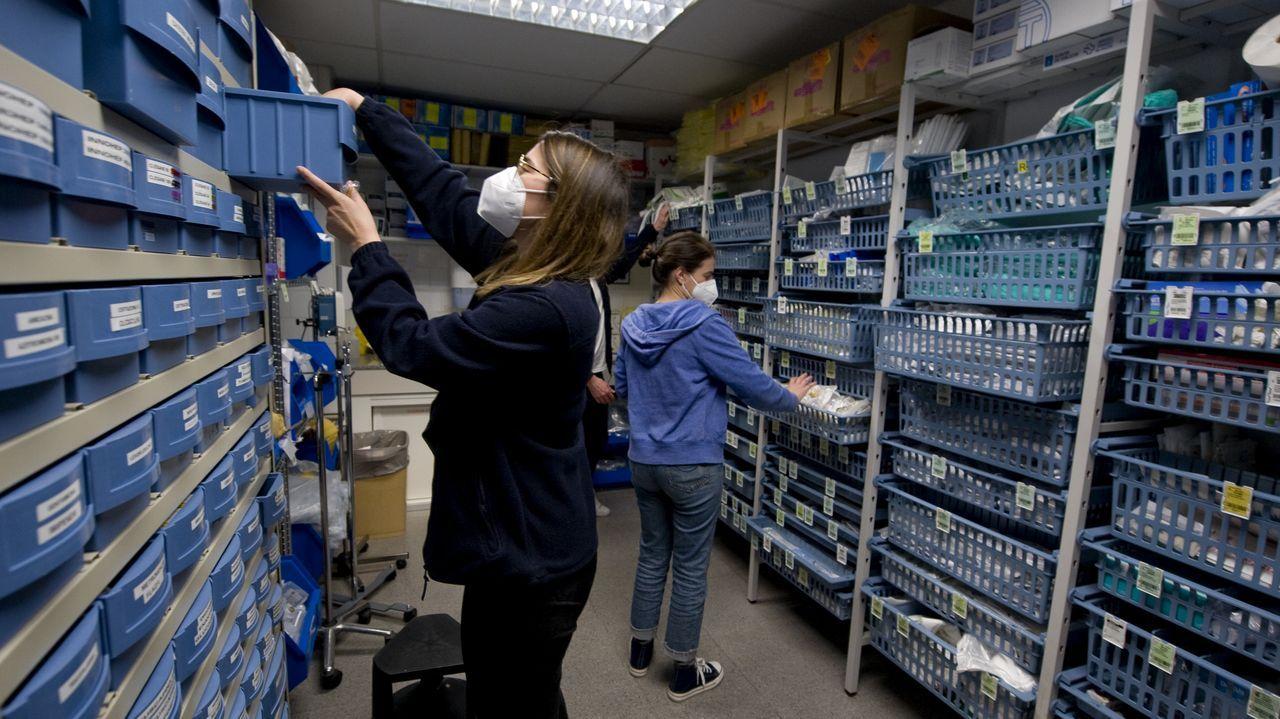 En el almacén se prepara y revisa todo el material y tratamientos necesarios para atender a los pacientes de la jornada