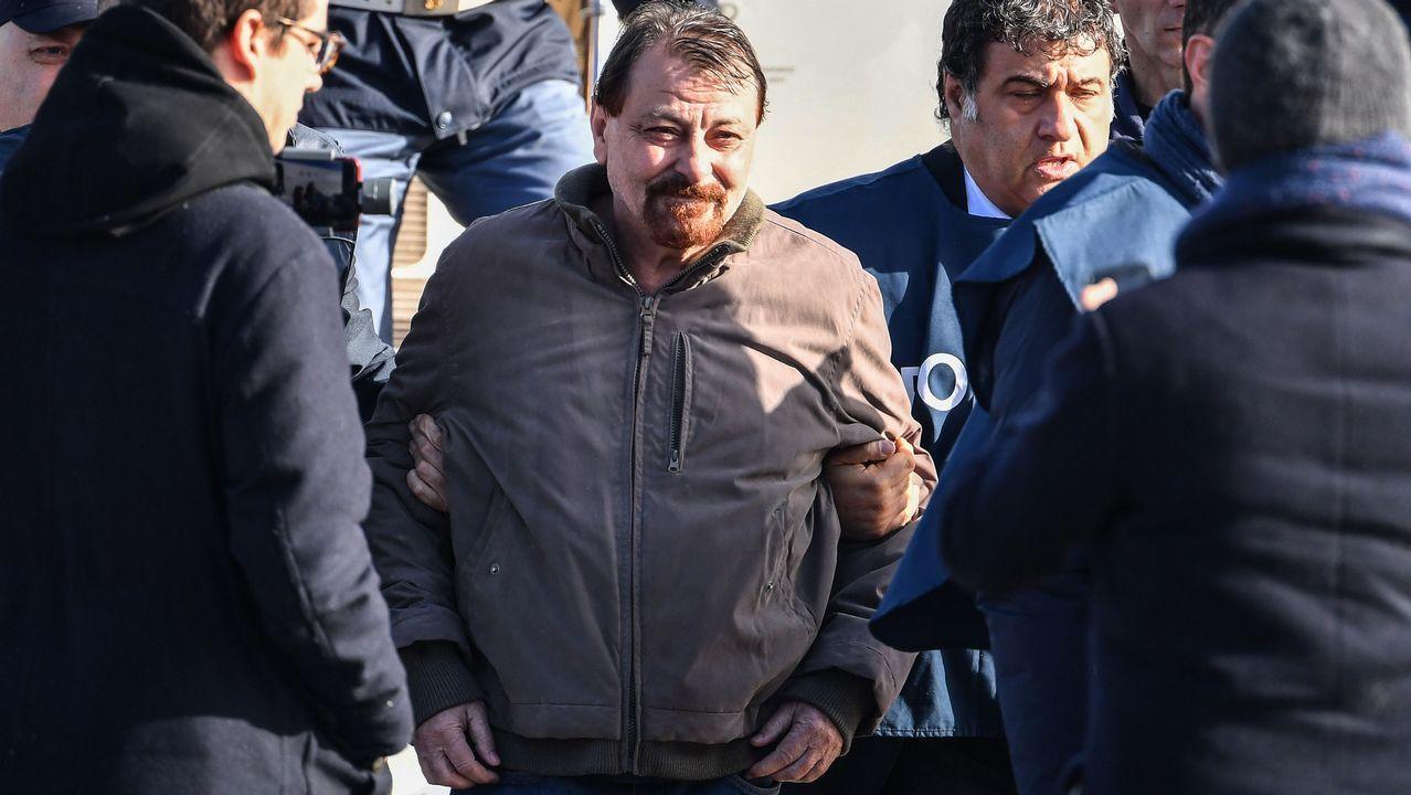 Cesare Battisti, a su llegada al aeropuerto romano de Ciampino, procedente de Bolivia