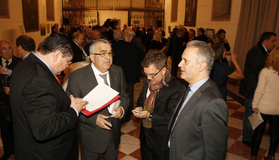 El acto organizado por Martín Gómez, segundo por la izquierda, contó con más de cien asistentes.
