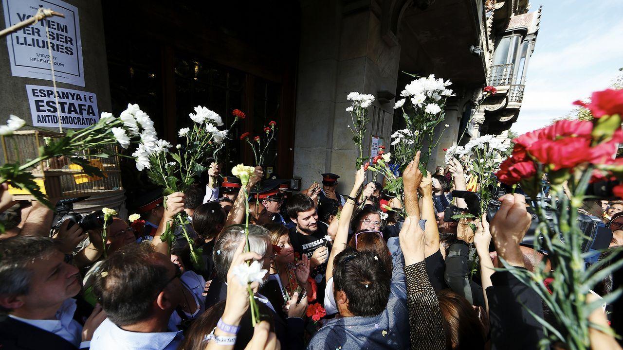 Protesta ante la consellería de Economía de la Generalitat contra las detenciones llevadas a cabo por la Guardia Civil