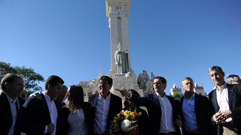 Los candidatos al Congreso y al Senado y otros cargos y militantes, ayer, en la Alameda.