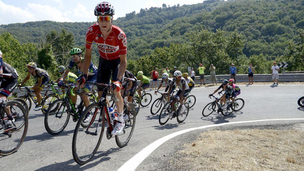 La accidentada llegada de La Vuelta a Lugo, en cámara lenta.Nairo Quintana celebra su triunfo en Lagos de Covadonga