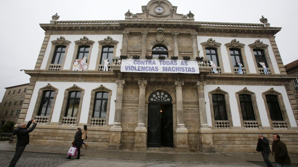 Pontevedra condena la violencia de género.Lourdes Cid ya ha visitado San Francisco, a una hora de viaje, y se ha fotografiado en su famoso puente.