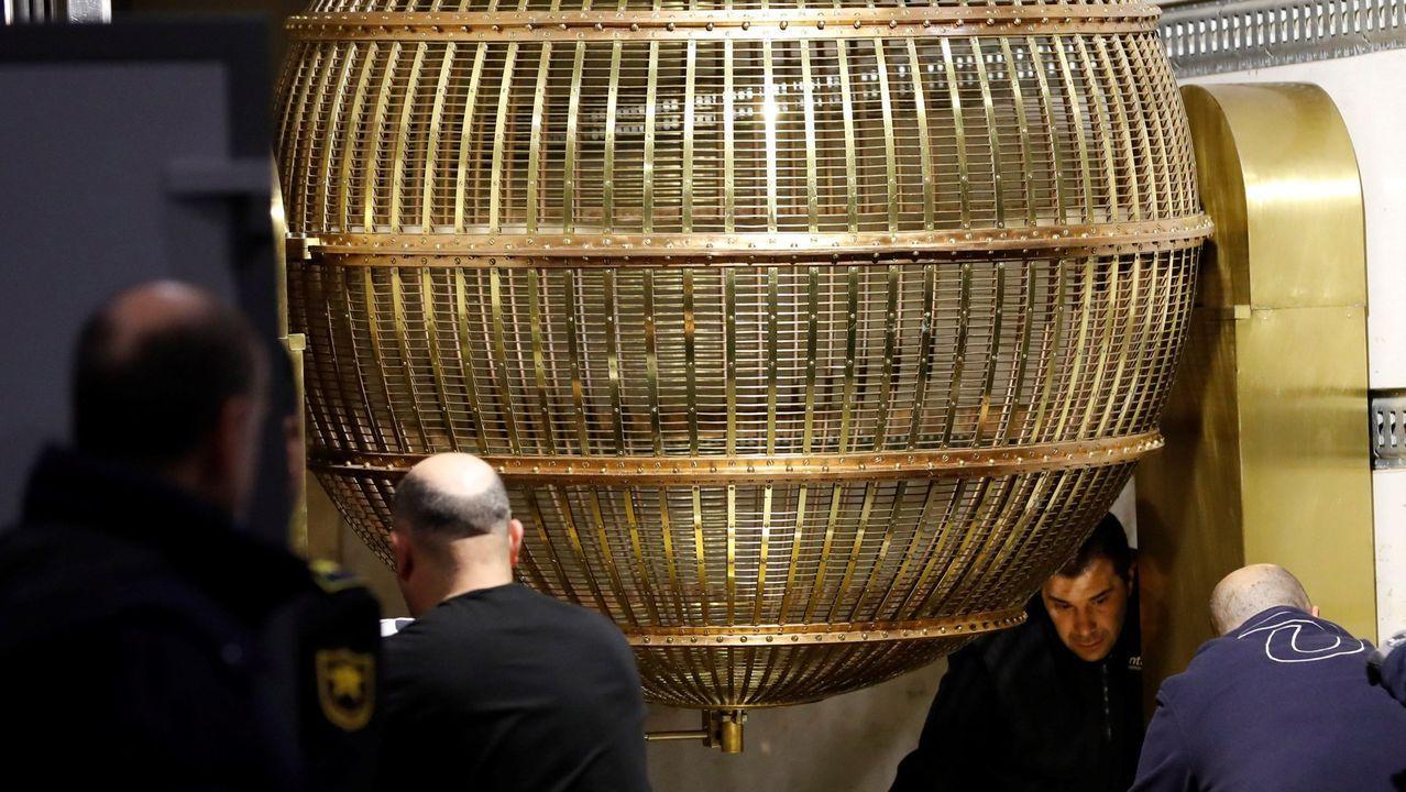 Puigdemont sobre el aplazamiento de la Justicia belga de la decisión de extradición: «Teníamos razón en confiar en la Justicia europea».Carles Puigdemont, en el exterior de la sede del Parlamento Europeo en Bruselas, el pasado mayo