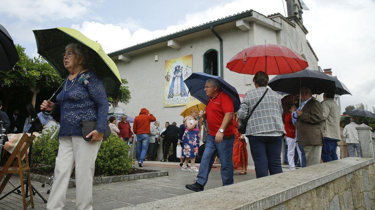 La lluvia deja a Bertamiráns sin procesión de la Peregrina.El jardín de la Compañía, a las nueve de la mañana de este jueves