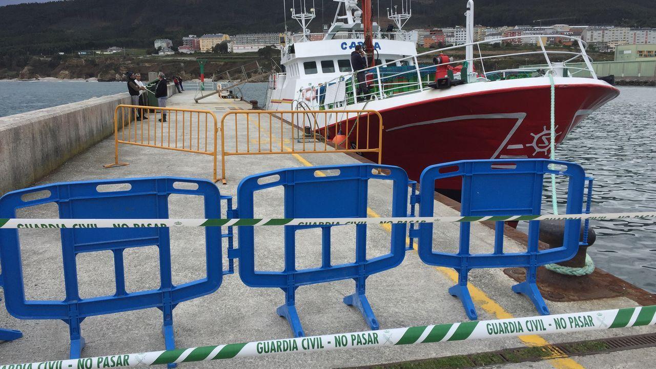 El Carla continúa precintado en el puerto de Burela, a la espera de que las autoridades sanitarias levanten la cuarentena y le permitan regresar al caladero