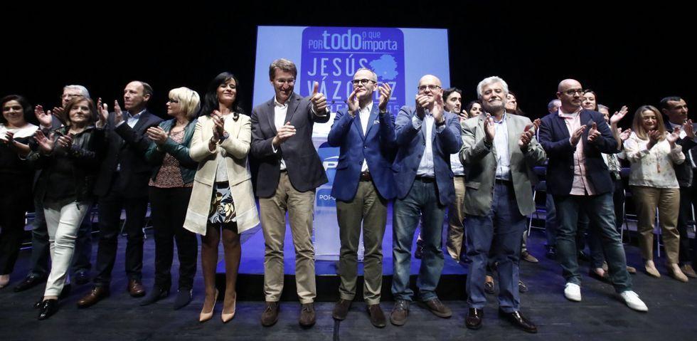 Elecciones municipales: la campaña, en fotos.Los miembros de la candidatura popular, junto al presidente del PPdeG, Alberto Núñez, y el del PP ourensano, José Manuel Baltar.