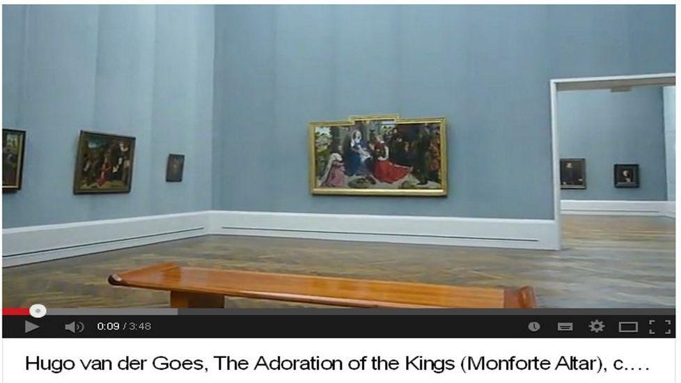 Captura de pantalla de un vídeo divulgativo sobre el cuadro (en el centro), que aparece en el museo berlinés en el que se expone actualmente