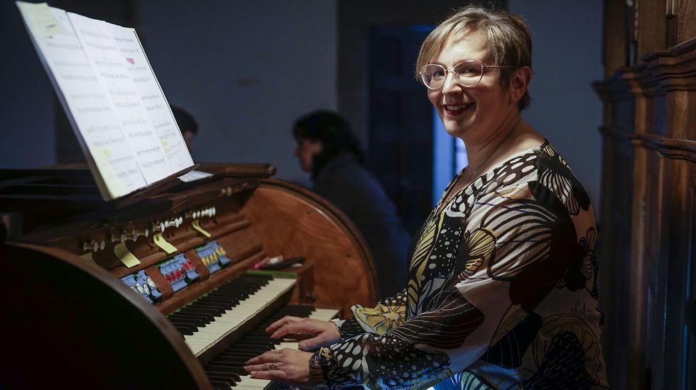 «Estamos comprando todo tipo de EPI para ter repostos».La organista María José Mosquera actúa en Celanova