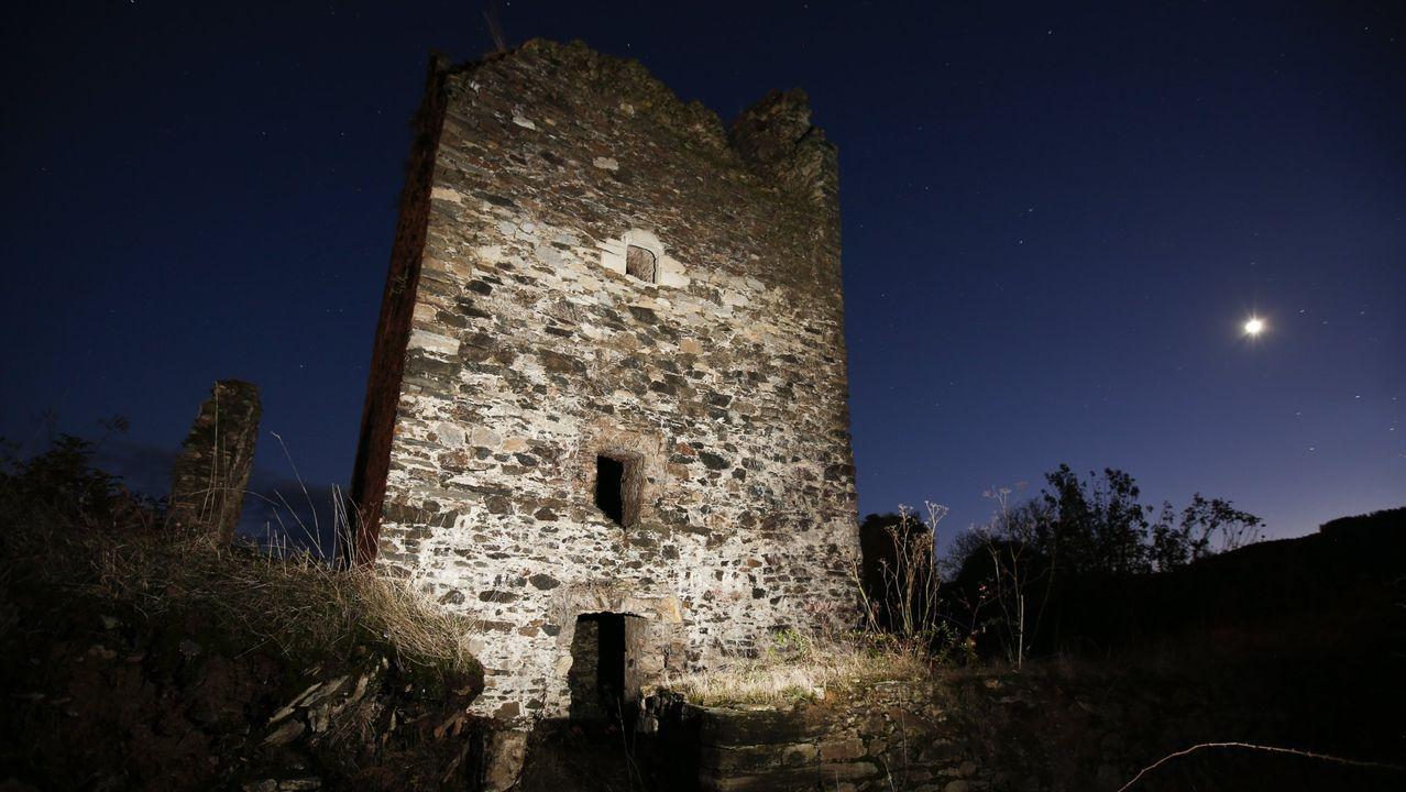 Los castillos y torres de Os Ancares en imágenes.Patinete de la empresa Buny, anclado de manera irregular en Lugo
