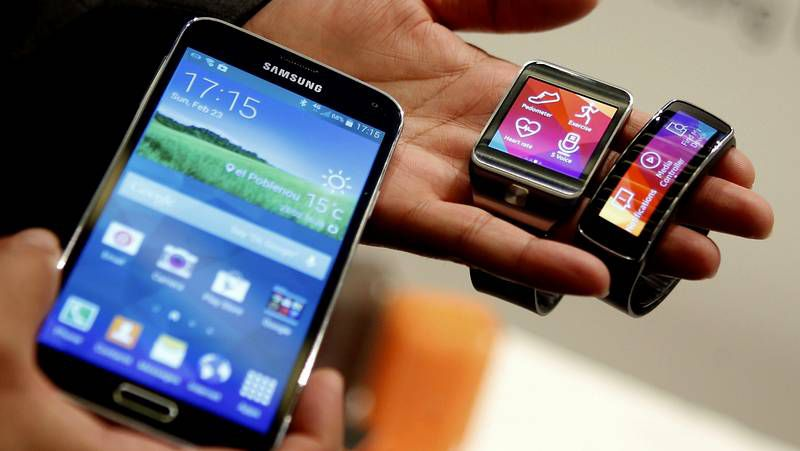 huawei.La pantalla presentada por Samsung permite escoger entre formato plano o curvo.