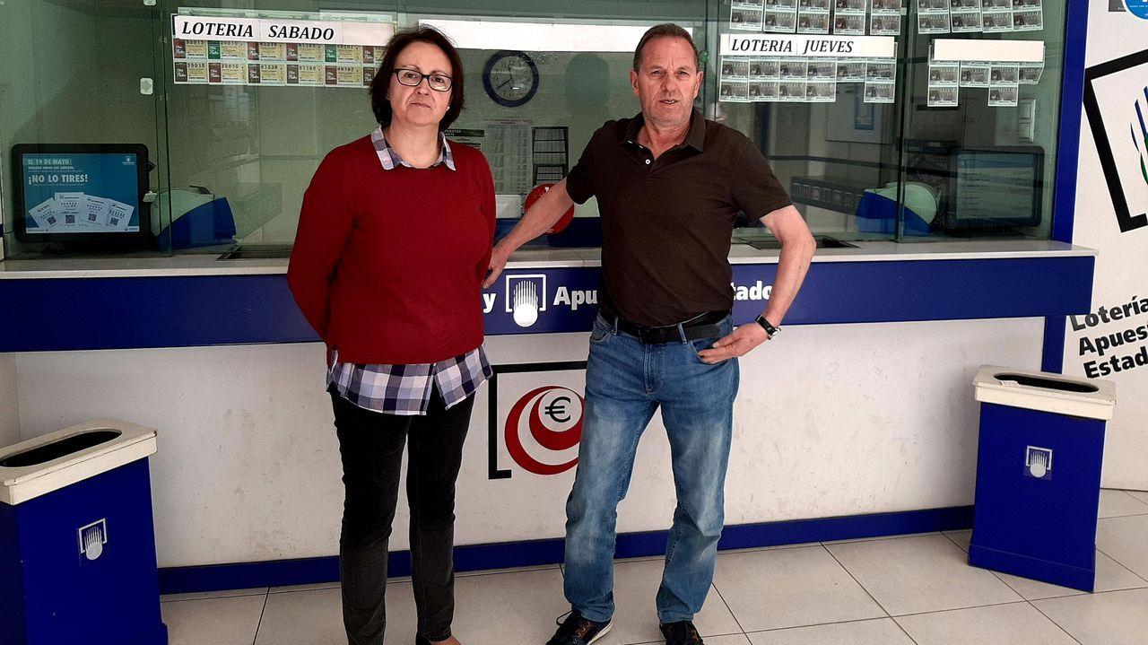 Beatriz Fernández, la lotera de A Cañiza que ha repartido casi tres millones de euros.Imagen de archivo de una administración de lotería